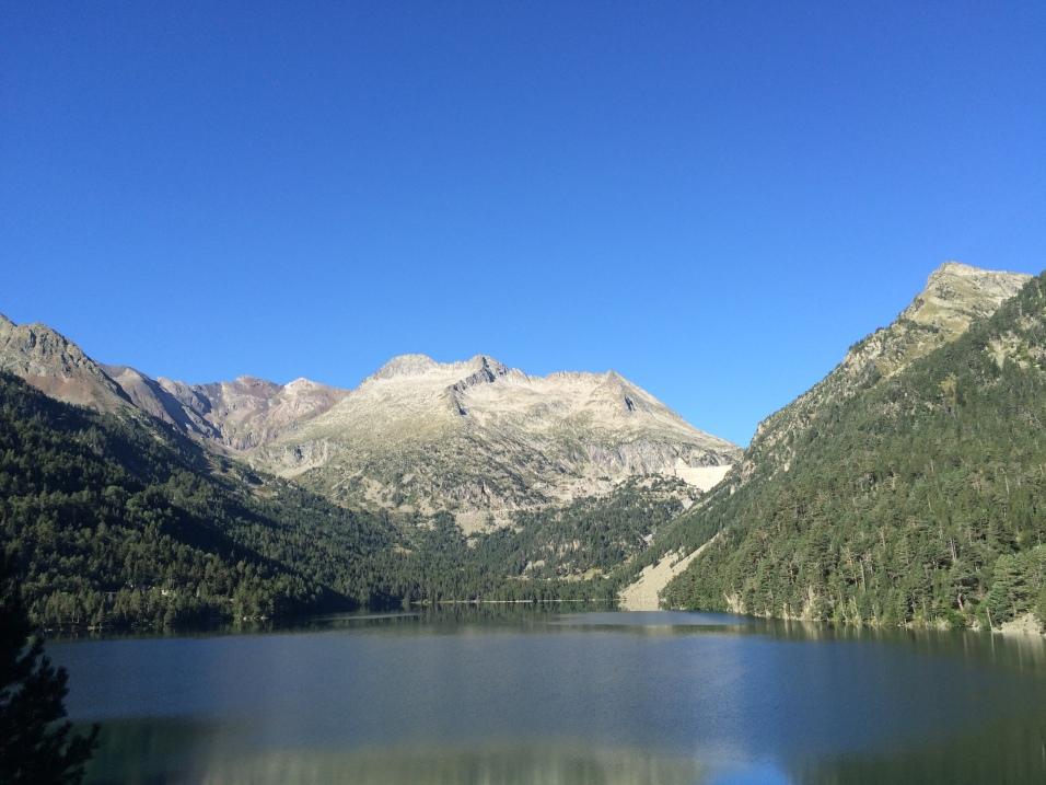Vue sur le massif de Néouvielle depuis le lac d'Orédon