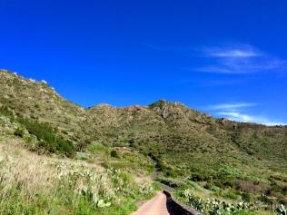 Le chemin bétonné après Las Portelas
