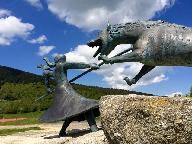 La statue de la Bête du Gévaudan à Auvers