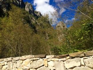 Sur un pont en pierre entre Kapesovo et Tsepelovo