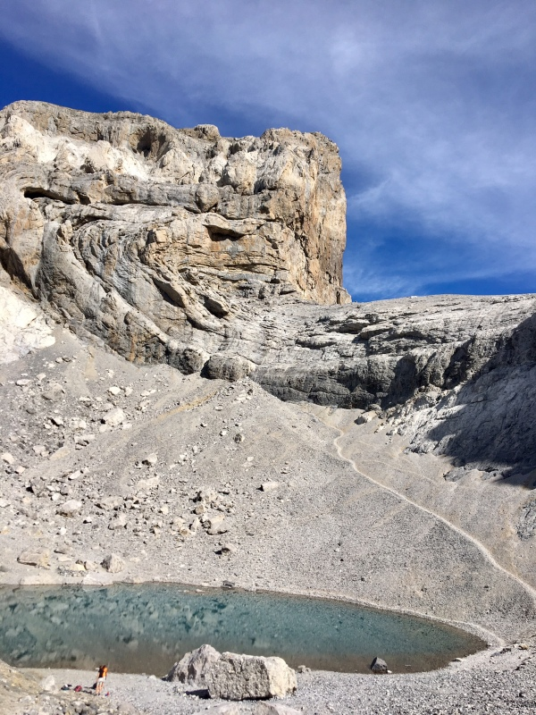 Le lac gelé près du Mont-Perdu