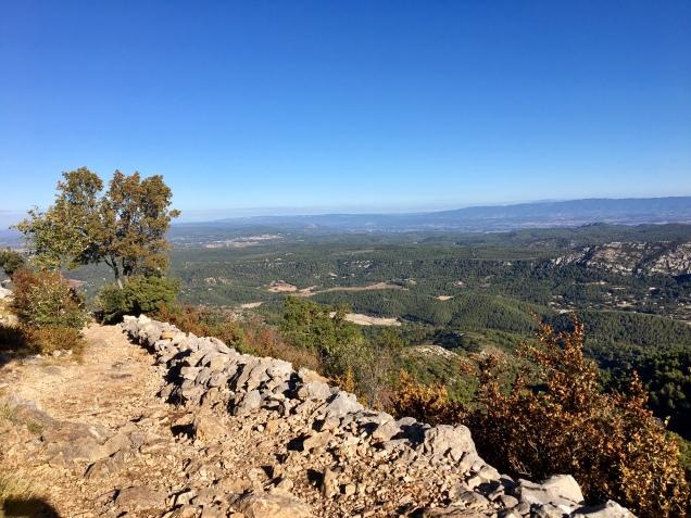 En chemin vers le sommet de la Sainte Victoire