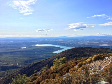 Vue sur le lac de Sainte Croix depuis les crêtes du Grand Margès