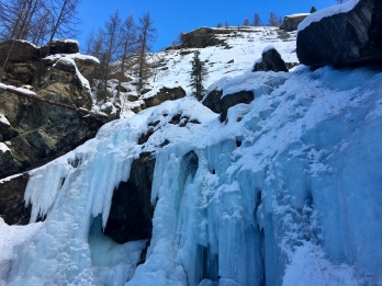 les voies de l'avant dernière section de la cascade de Lillaz