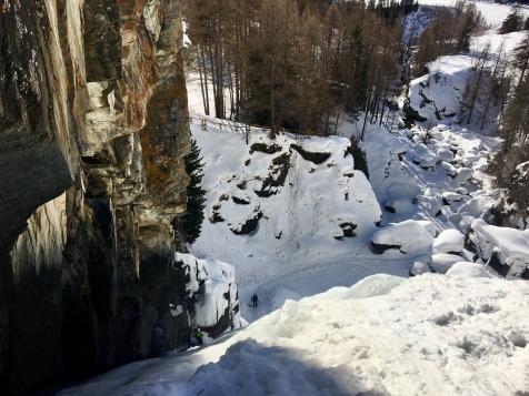 Au sommet de la cascade de Lillaz