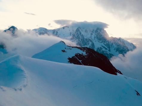 Vue sur le versant ouest du Mont Blanc sur la traversée des Dômes de Miage