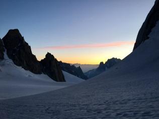 Lever de soleil au pied du couloir Gervasutti - Tour Ronde