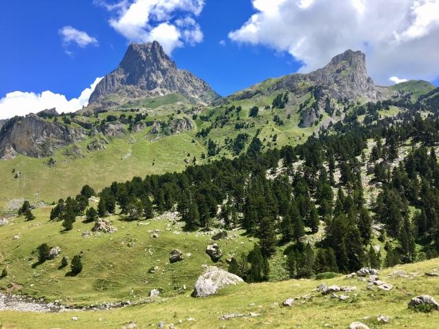 Vue sur le Pic de Midi d'Ossau depuis le GR 108