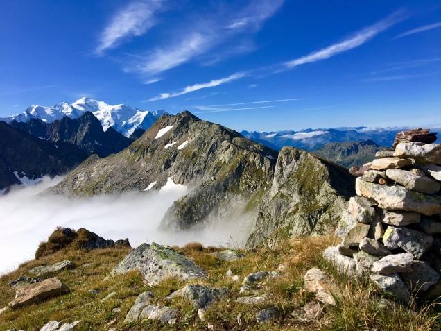 Vue sur le massif du Mont Blanc et les Aiguilles Rouges depuis le col de Salenton