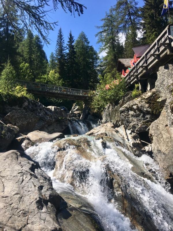 La cascade de Bérard et sa buvette
