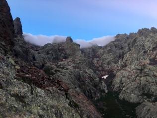 Ambiance au petit matin en montant au Monte Cinto sur le GR 20