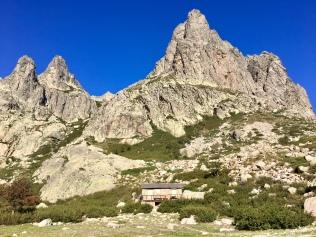 Vue sur les sommets depuis le lac de Melo en se dirigeant vers le lac de Capitello