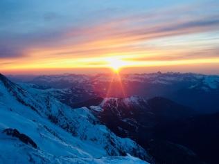 Couché de soleil sur la vallée depuis le refuge des Cosmiques