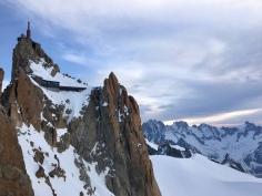 L'Aiguille du Midi depuis l'arête des Cosmiques