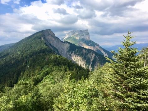 Vue sur la Dent de Crolles et le Bec Charvet depuis Emoindras