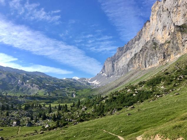 Vue sur le Mont Blanc au loin avant de descendre sur la cascade la Pleureuse