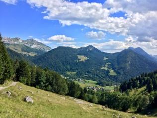 Vue sur les Bauges en direction de Mont Derrière depuis les chalets du Sollier
