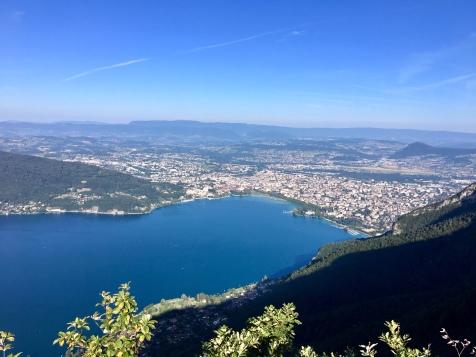 Vue sur le lac et Annecy depuis le Mont Veyrier