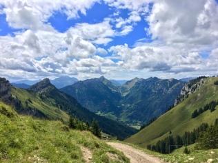 Vue sur la vallée d'Entremont depuis les chalets de Mayse