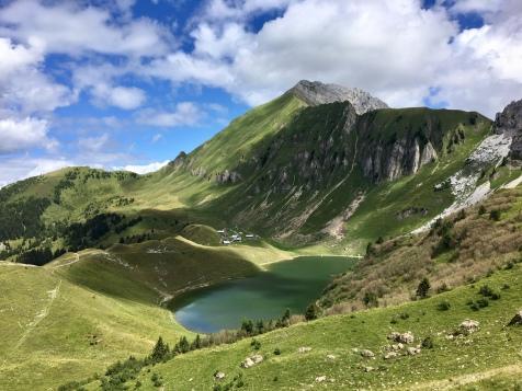 Lac de Lessy depuis le col de la Forclaz