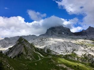 La Pointe Percée dans les nuages depuis la Tête des Annes