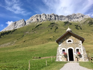 La chapelle du Col des Aravis
