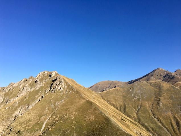 Vue sur le col de Raus depuis le GR 52