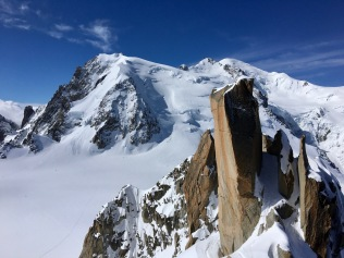 Le massif du Mont Blanc depuis l'arête des Cosmiques