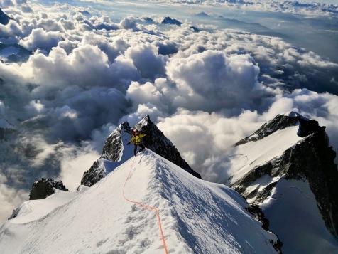 Sur l'arête en direction du Mont Blanc de Courmayeur