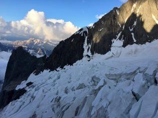 Le glacier du Freney avec vue sur le col de l'Innominata