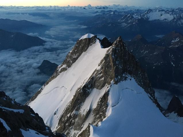 L'Aiguille Blanche de Peuterey depuis la sortie du Grand Pilier d'Angle