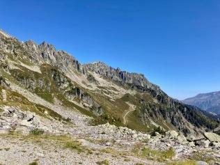 Sur le Tour du Mont Blanc - vue sur les balcons de Chamonix