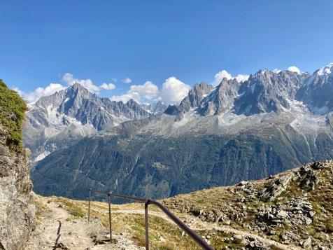 Sur le Tour du Mont Blanc - vue sur le massif du Mont Blanc depuis les balcons du Brevent
