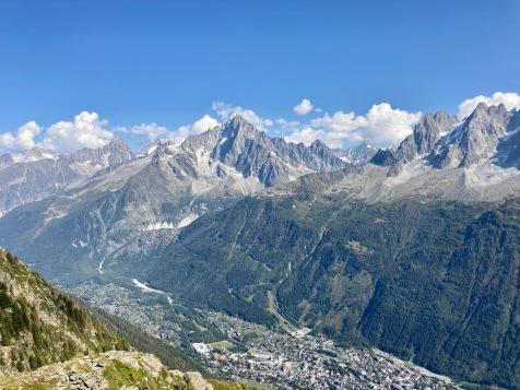 Sur le Tour du Mont Blanc - vue sur le massif du Mont Blanc et Chamonix depuis les balcons du Brevent