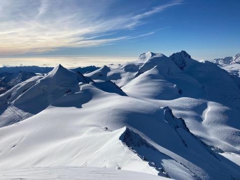 Vue sur les sommets depuis le sommet de l'Alphubel